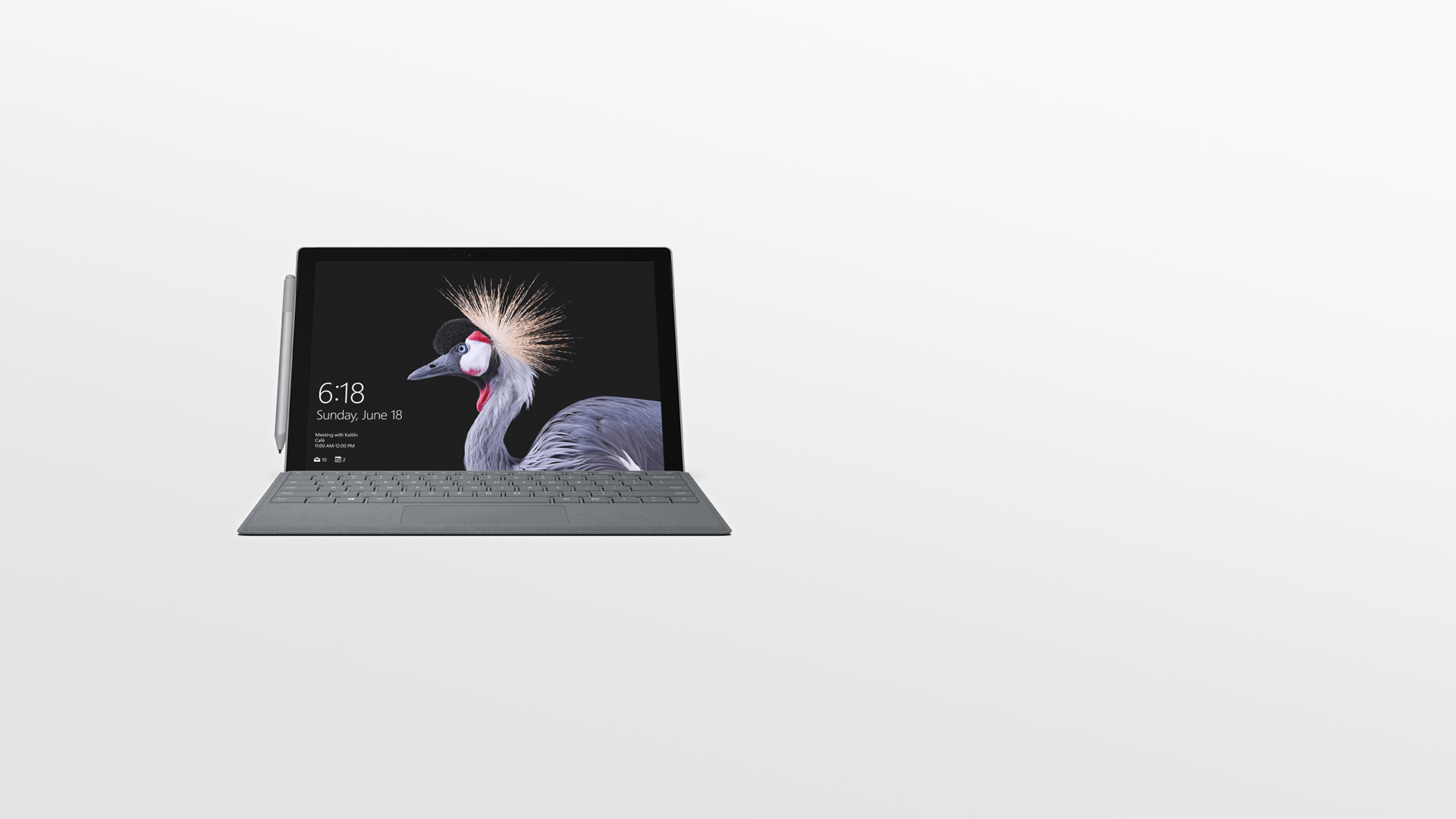 Surface Pro مع قلم Surface Pen.