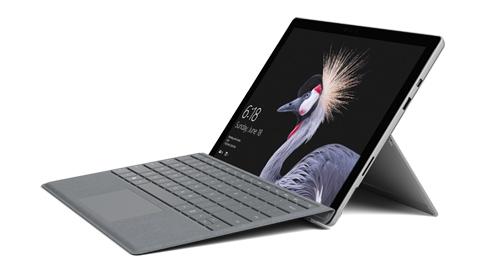 Surface Pro laptop مزود بـ Type Cover.