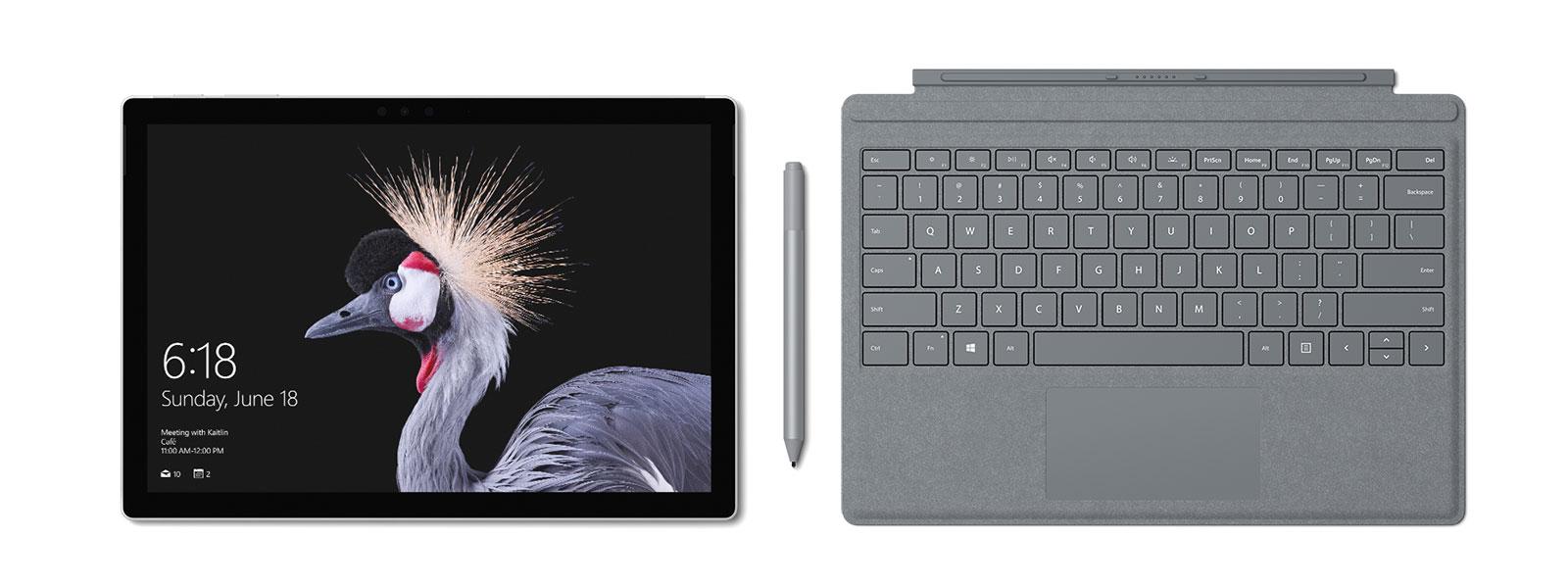 صورة لـ Surface Pro مع Surface Pro Signature Type Cover وSurface Pen وSurface Arc Mouse باللون البلاتيني. يأتي مع قلم Surface Pen.