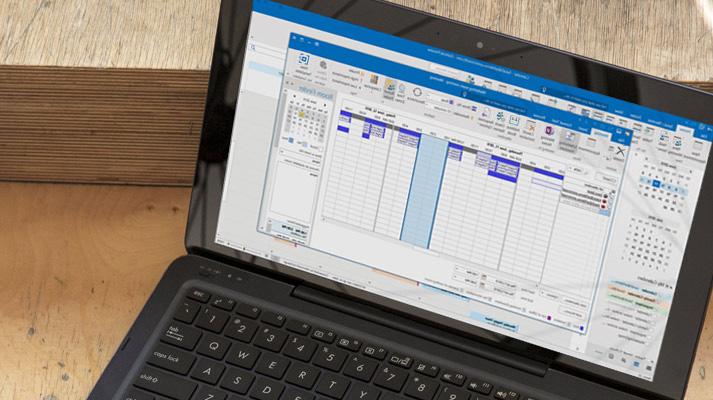 كمبيوتر محمول يعرض نافذة رد مراسلة فورية مفتوحة في Outlook 2016.
