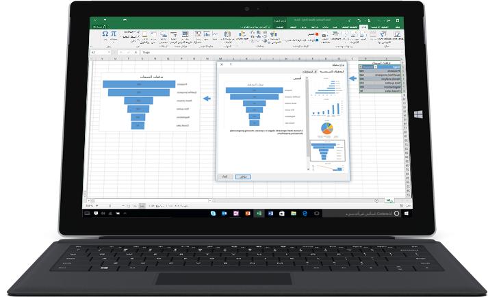 كمبيوتر محمول يُظهر جدول بيانات في Excel مع مخططين يعرضان أنماط البيانات.