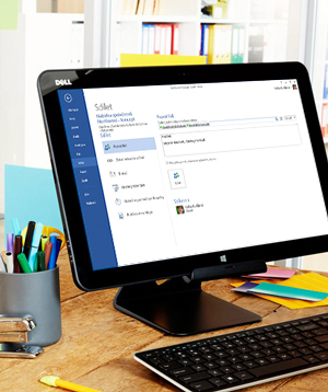 Monitor počítače s možnostmi sdílení v aplikaci Microsoft Word