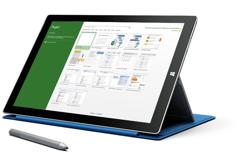 Tablet Microsoft Surface, na kterém se zobrazuje obrazovka Nový projekt v Microsoft Projectu.