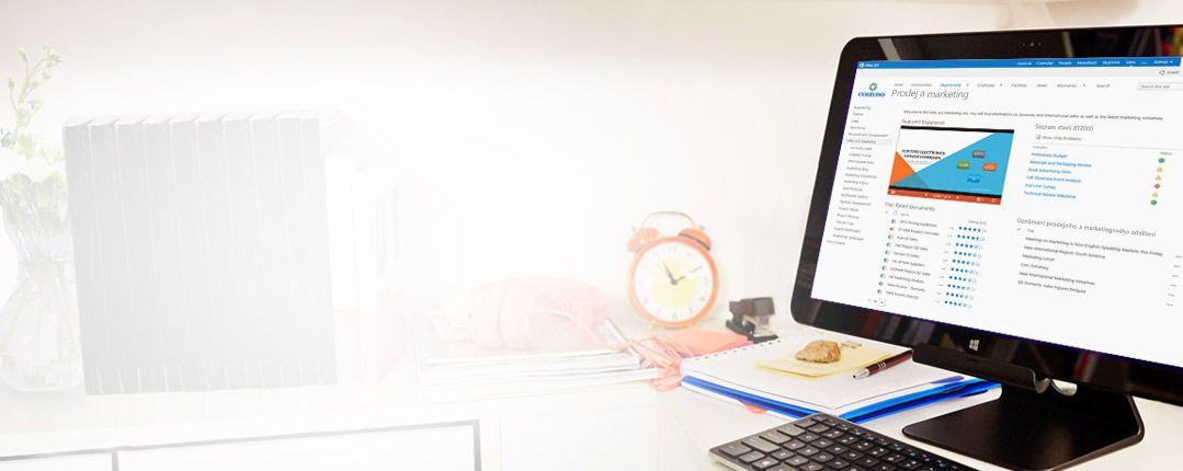 Stolní monitor se zobrazeným prodejním a marketingovým dokumentem na SharePointu