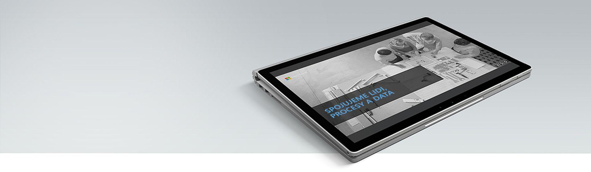 Obrazovka počítače zobrazující video ospojování lidí, procesů a dat