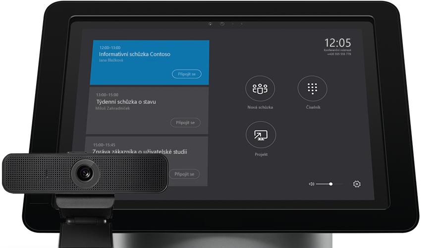 Obrazovka přenosného počítače s nástroji pro správu Serveru Skypu pro firmy
