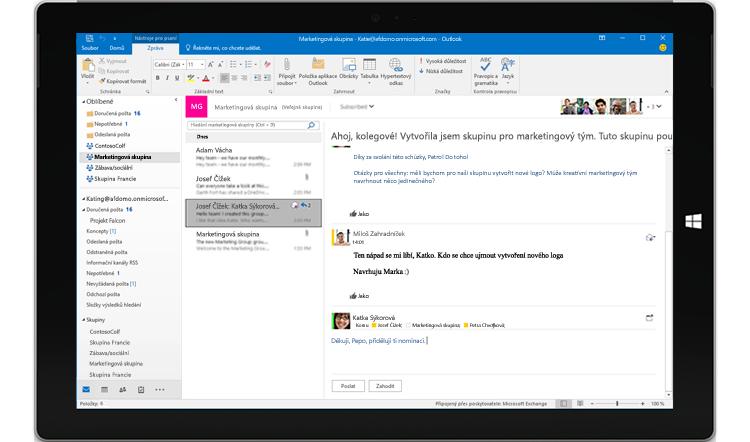 Displej tabletu zobrazující skupinovou konverzaci v Outlooku