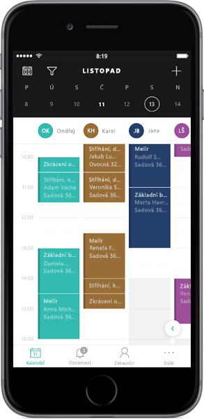 Telefon zobrazující nástroje kalendáře aplikace Bookings v Office 365.
