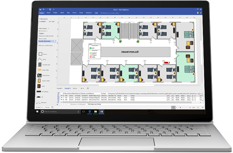 Notebook zobrazující ve Visiu vývojový diagram k uvedení nového produktu na trh