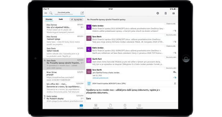 Tablet se zobrazenou doručenou poštou Office 365 bez reklam