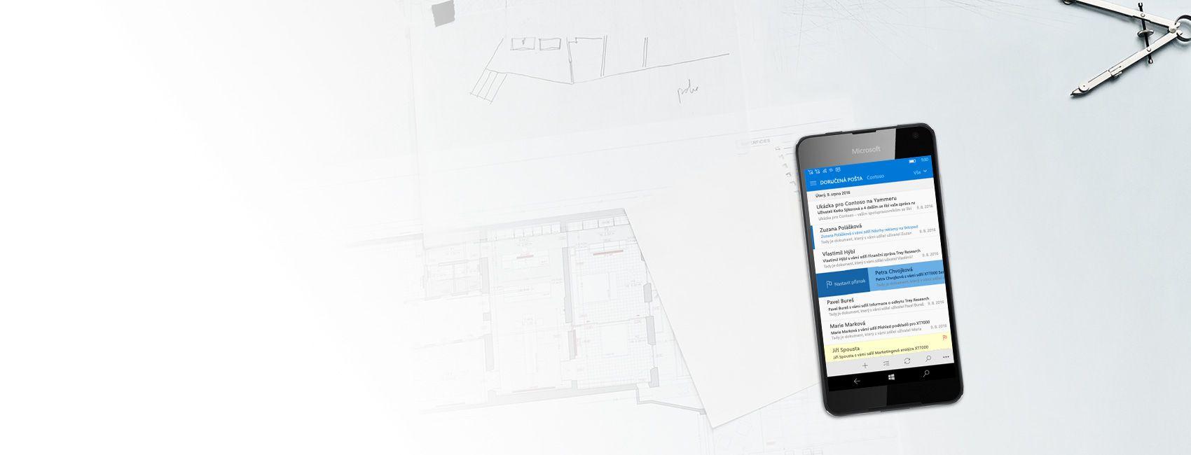 Telefon s Windows zobrazující doručenou e-mailovou poštu v Outlooku pro Windows 10 Mobile