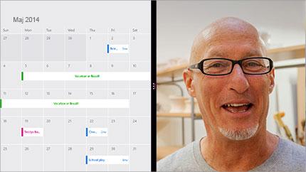 En videokonferenceskærm, der viser en delt kalender og en deltagers billede.