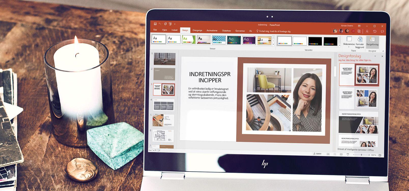En bærbar computer med et PowerPoint-dokument åbent og funktionen PowerPoint Designer i brug