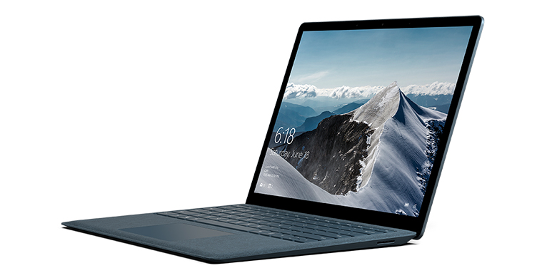 Surface Laptop i koboltblå set fra venstre