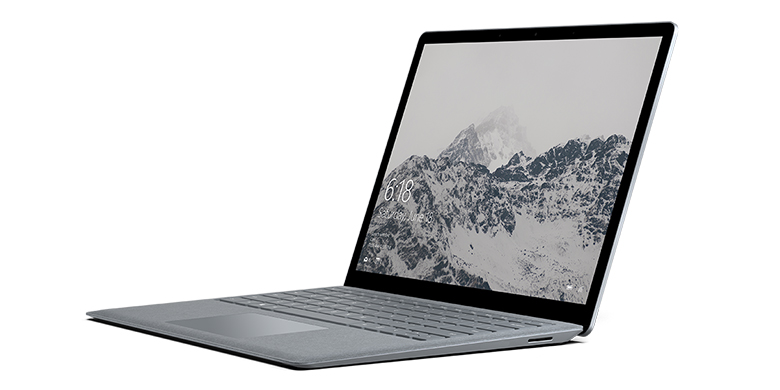 Surface Laptop i platin set fra venstre