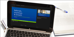 Tablet mit PowerPoint-Folie mit Notizen im Präsentationsmodus