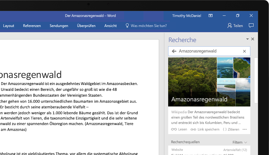 Ein Laptop, auf dem ein Word-Dokument und eine Nahaufnahme der Recherche-Funktion mit einem Artikel zum Amazonas-Regenwald dargestellt ist