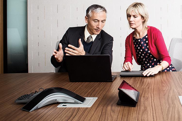 In OneDrive gespeicherte Dateien auf einem Smartphone und einem Tabletcomputer