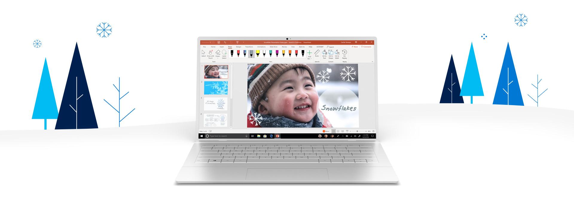 Ein PC, der von Bäumen und Schneeflocken umgeben ist und auf dessen Bildschirm ein PowerPoint-Dokument geöffnet ist