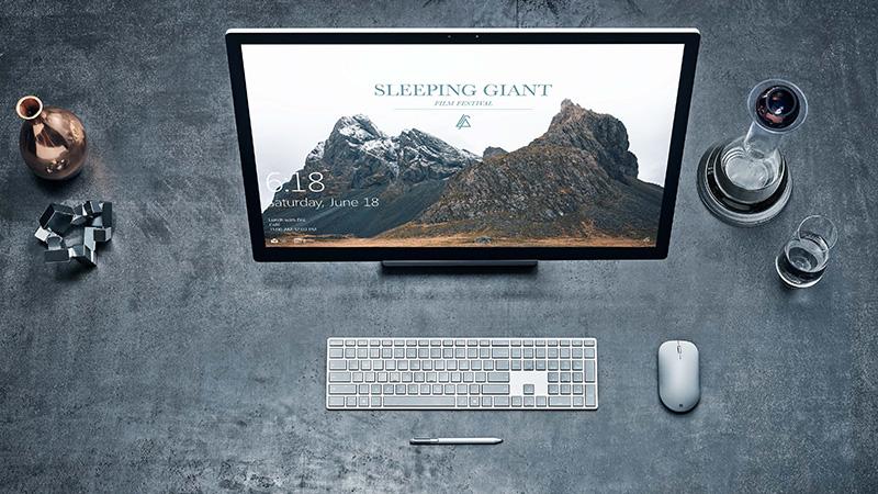 Surface Studio mit Surface-Tastatur, Surface-Maus und Surface-Stift