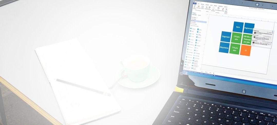 Ein geöffneter Laptop mit Visio Standard 2013 in Aktion
