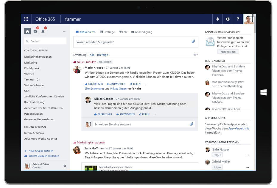 Ein Surface-Tablet mit dem Yammer-Discovery-Feed