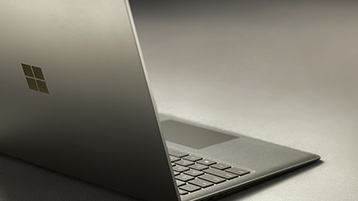 Surface Laptop in Graphit Gold