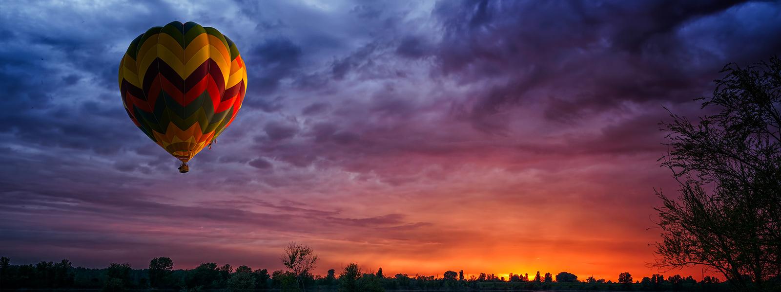 Microsoft Surface Studio zeigt Bild eines Heißluftballons vor strahlendem Himmel im DCI-P3-Farbmodus.