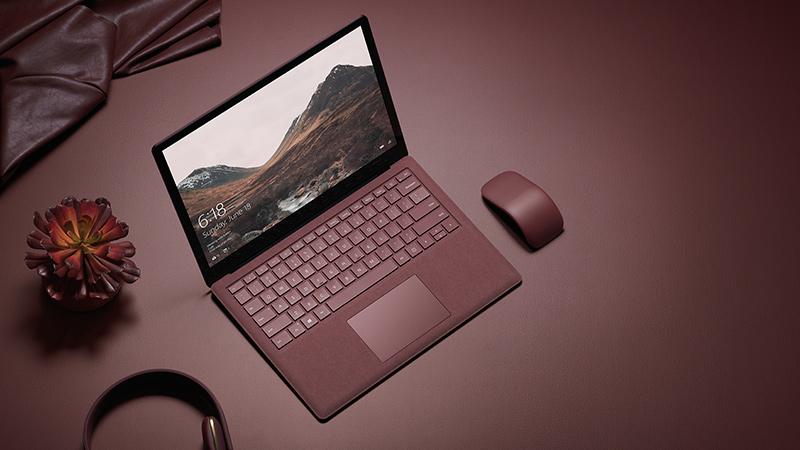 Surface Arc Mouse und Surface Laptop