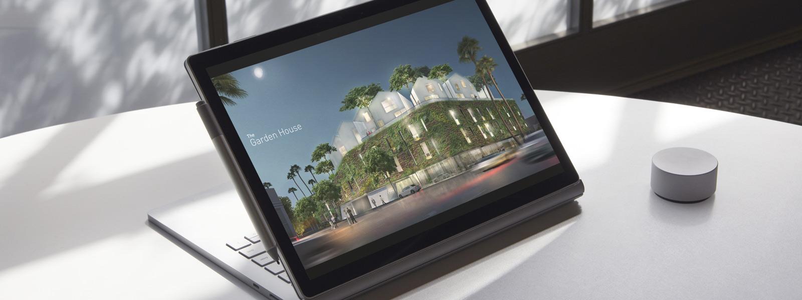 Surface Book 2 befindet sich auf einem Tisch am Fenster