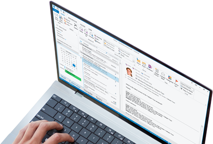 A laptop showing an instant messaging reply window open in Outlook 2013.