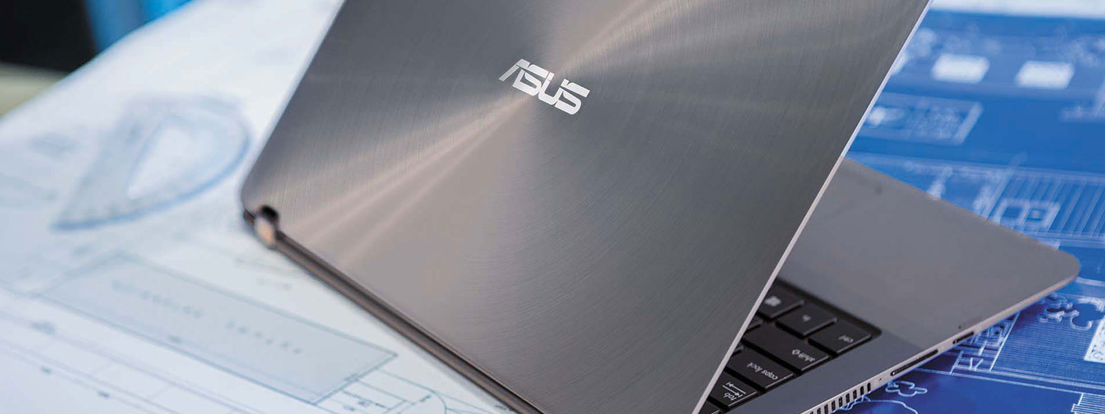 The ASUS Zenbook Flip UX360UA on a desk.