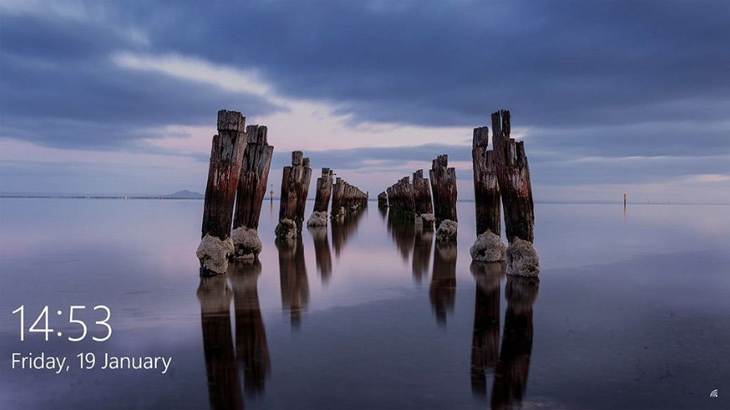 Screenshot of a Windows 10 desktop, showing a photo of a wooden pier over a foggy body of water