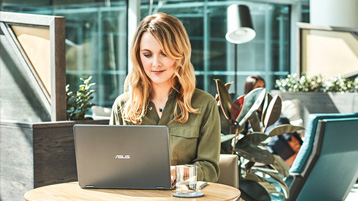Woman working infront of a laptop