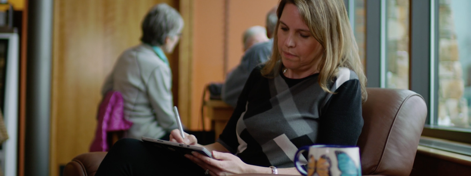Kathryn Pedersen uses touchscreen on a Surface Pro 4.