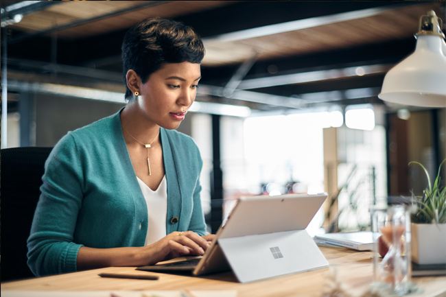 A Line of Business Manager uses her surface to evaluate the business impact of newly built cloud environments