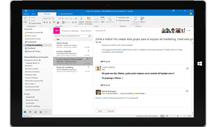 Pantalla de una tableta donde se muestra una conversación de grupo en Outlook