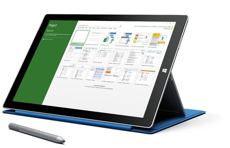 Una tableta Microsoft Surface donde se muestra la pantalla Nuevo proyecto en Microsoft Project.