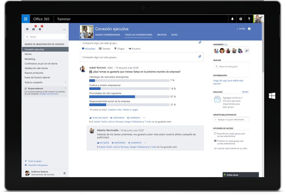 Tableta Surface que muestra una conversación de Yammer con miembros de diferentes equipos