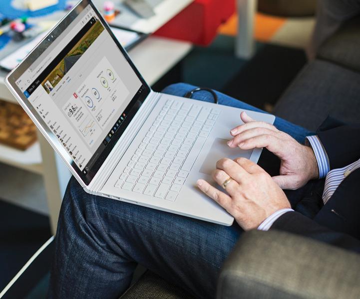 Un ordenador portátil con Windows en el que se ejecuta Protección contra amenazas avanzada de Office 365