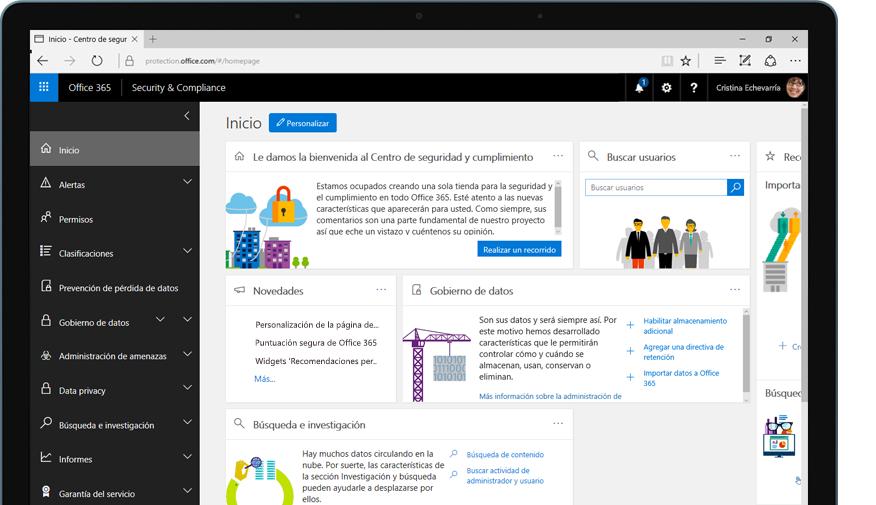 Una tableta muestra la página principal del Centro de seguridad y cumplimiento de Office 365