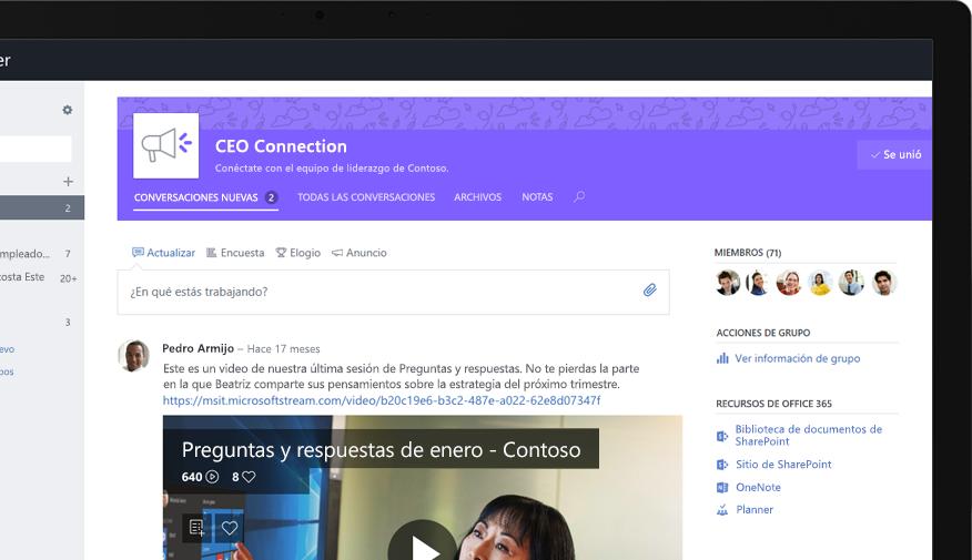 Yammer en una tableta en la que se muestra un ejecutivo compartiendo un video de preguntas y respuestas para toda la empresa