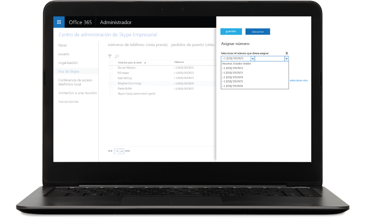 Una computadora portátil con SkypeforBusiness asigna números con la pantalla abierta.
