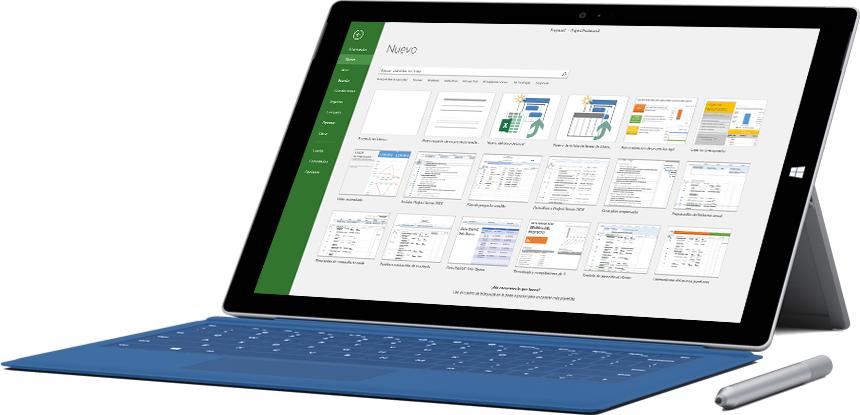 Tableta Microsoft Surface que muestra la ventana Nuevo proyecto en Project Online Profesional.