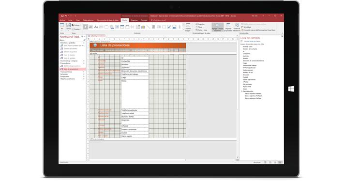 Una tableta que muestra una base de datos de Access