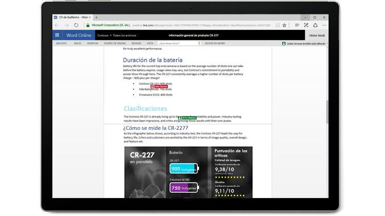 Pantalla de un equipo portátil donde se muestra un documento de Word con varios autores que editan en Word Online