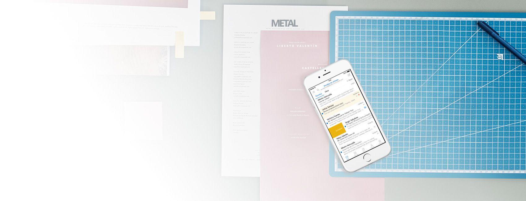 Un teléfono que muestra una bandeja de entrada de correo en la aplicación de Outlook