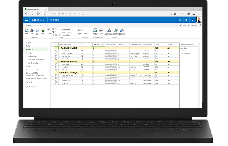 Sülearvuti, mille ekraanil on kuvatud Project Serveri SharePointi-põhised funktsioonid