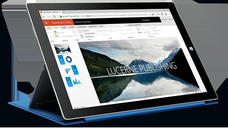 Surface'i tahvelarvuti, mille ekraanil kuvatakse PowerPoint Online'is avatud esitlus.