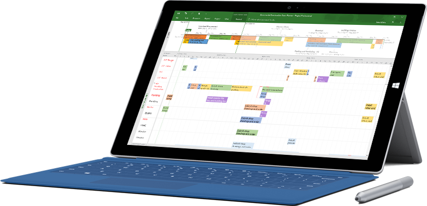 Microsoft Surface'i tahvelarvuti, kus on näha Projecti fail projekti ajaskaala ja Gantti diagrammiga rakenduses Project Professional.
